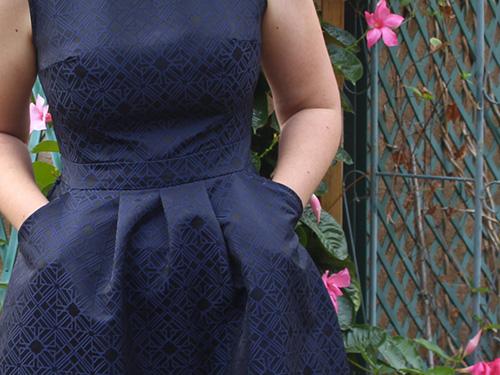 détail du motif du tissu gatsby le magnifique de pretty mercerie