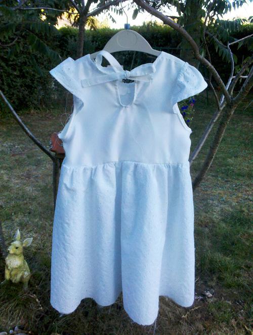 robe de baptême vue de dos cousue par Audrey Dugas du Villard