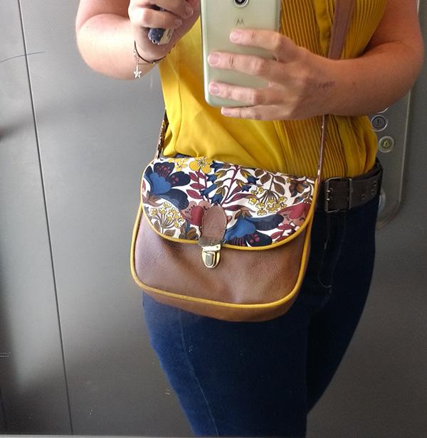 Le sac mini Sam' porté par Audrey